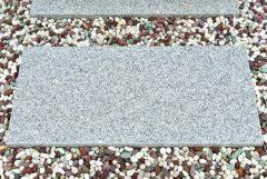 お墓に敷く敷石の意味は?効果や費用について