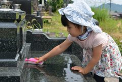 墓石のクリーニングの方法と必要な費用の相場